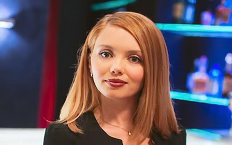 Актриса Ольга Кузьмина в вечернем платье