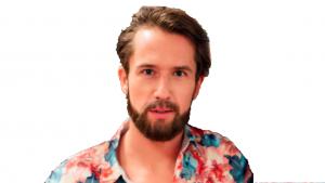 Егор Корешков в гавайской рубашке